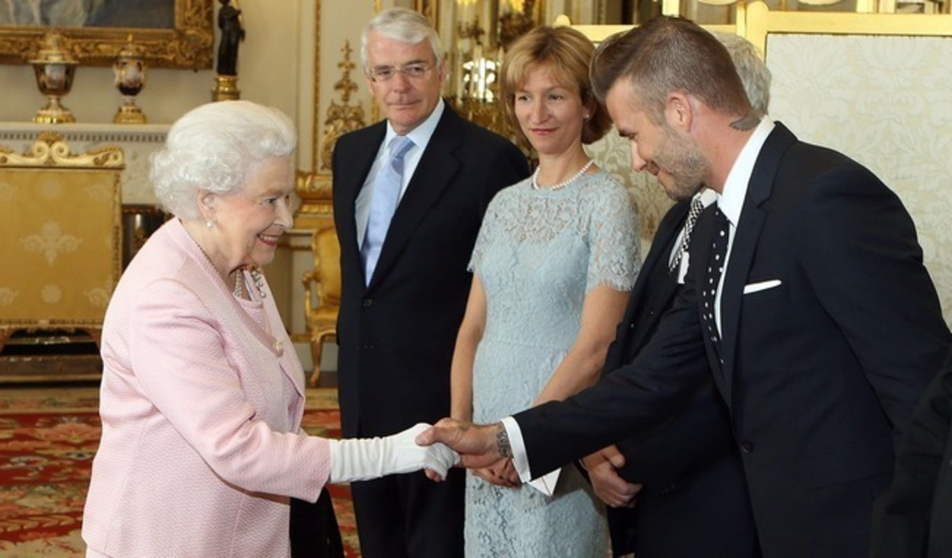 Isabel II con David Beckham.
