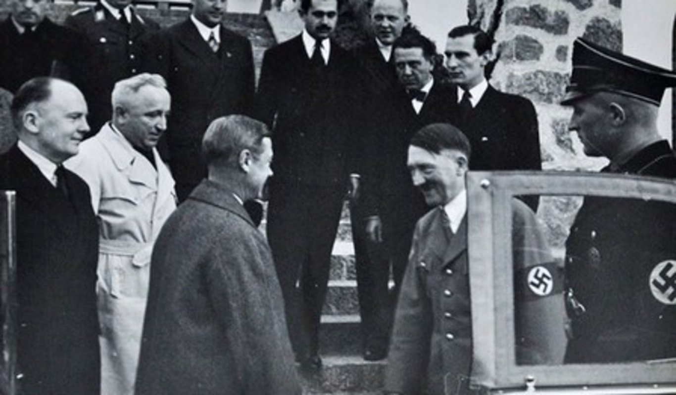 Eduardo, duque de Windsor, con Adolf Hitler.