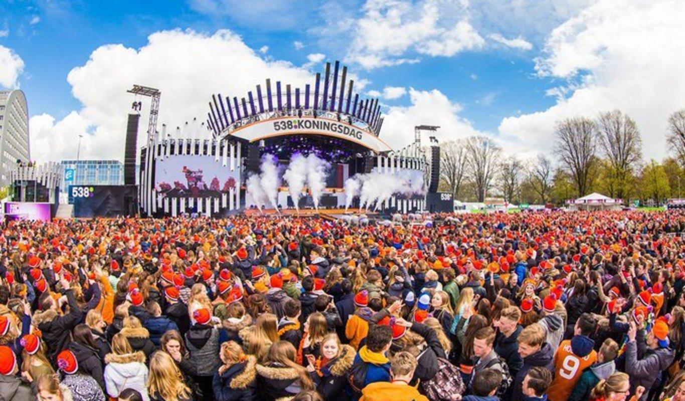 Holanda se tiñe de naranja para celebrar el cumpleaños del