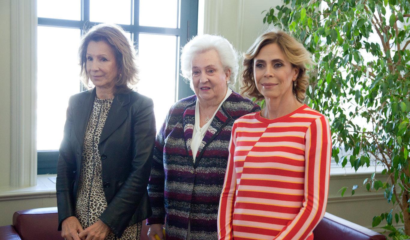 La presidenta de Nueva Futuro, Pina Sánchez junto a Doña Pilar de Borbón